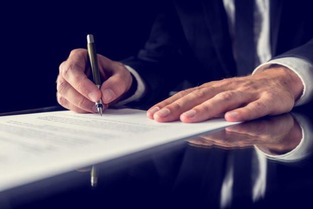 Podpisywanie protokołu przez notariusza